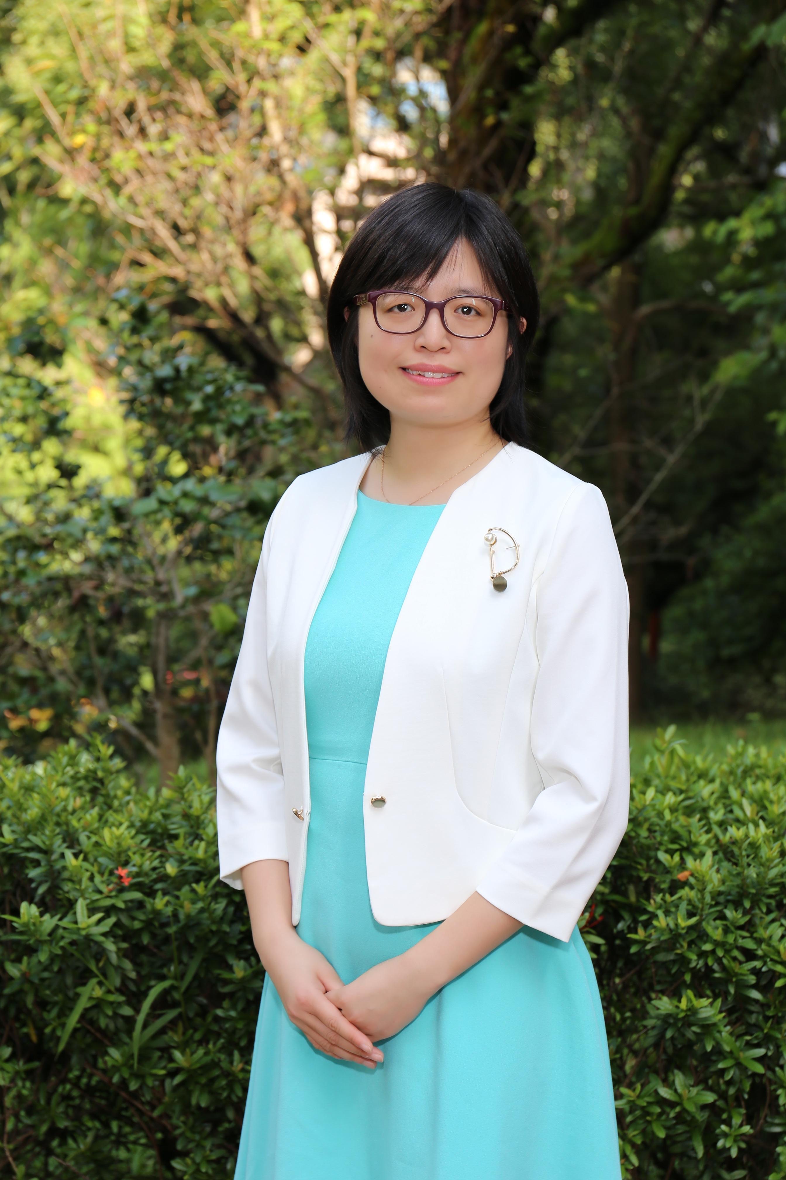 Yan Dora Zhang